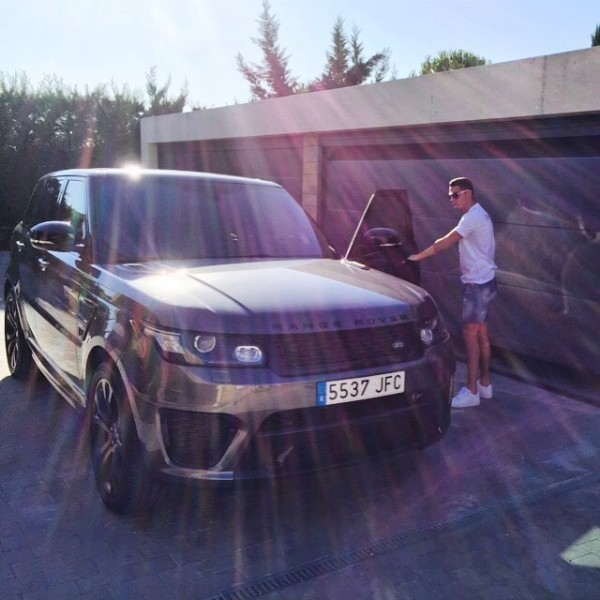 cristiano ronaldo currently drives a range rover sport svr and s65 amg coupe 3 Goles Mágicos