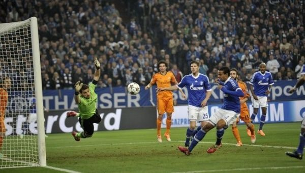 Iker Casillas paradón Schalke Real Madrid
